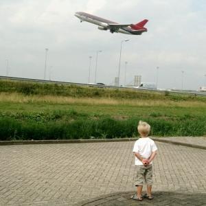 Compañía aérea separará a los niños que viajen solos de los adultos